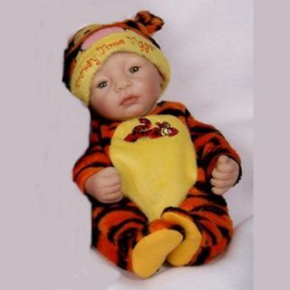 ASHTON DRAKE   DROWSY TIME TIGGER   REAL TOUCH VINYL   10   03