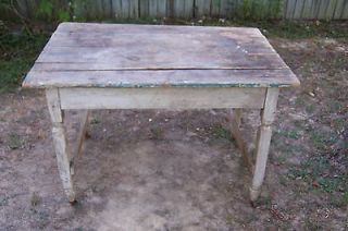 OLD ANTIQUE WOODEN DEPRESSION ERA KITCHEN TABLE