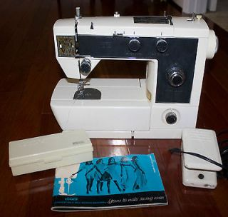 Wards Model UHT Zig Zag Sewing Machine Manual Buttonholer Japan