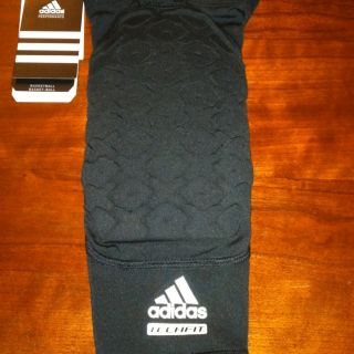 Adidas Techfit Basketball padded Knee sleeve compression fit