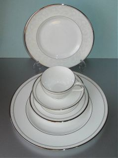 Royal Doulton Anthea 5 Piece Place Setting Boxed New
