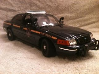 NEW YORK STATE POLICE FORD CROWN VIC WITH WORKING LIGHTS AND SIREN