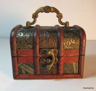 Small Antique Design Wooden Jewelry Treasure Chest Box With Handle