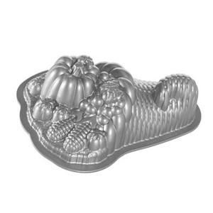 Nordicware Cornucopia Harvest Basket 3D Bundt Cake Pan Heavy Cast