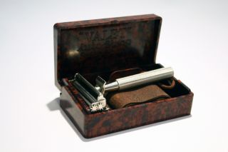 Vintage Valet Auto Strop Safety Razor with Original Bakelit Case