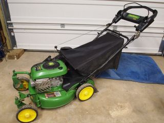 John Deere Lawn Mower Gas 21 Used two times JS45 Briggs and