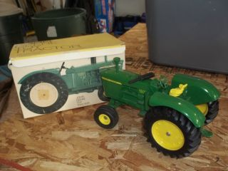 john deere toy tractor 5020 555 closed box