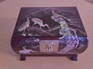 Vintage Korean mother of pearl jewelry box, from 1970s, 9x6x5 1/2