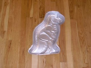 Wilton Friendly Dinosaur T Rex Birthday Cake Pan Mold