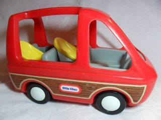 Tykes Doll House Red Wood Panel Mini Van Car wth 2 Car Seats EXLNT