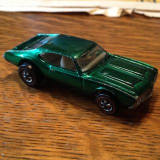 Red Line Hot Wheels Olds 442 6467 Metallic Green with White Interior